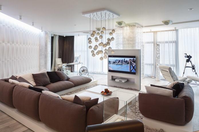 TV au centre à l'intérieur du salon