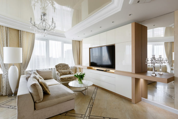 TV intégrée dans l'armoire à l'intérieur du salon