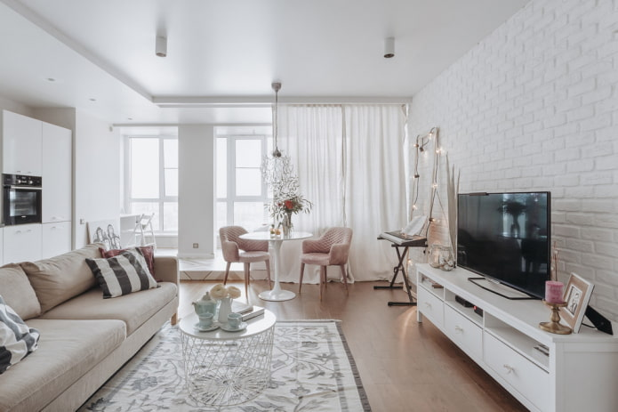 TV à l'intérieur du hall dans le style scandinave