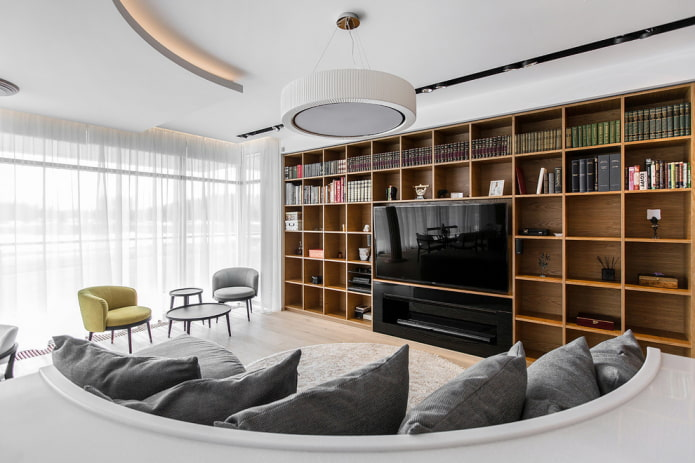 TV intégrée dans le rack à l'intérieur du salon