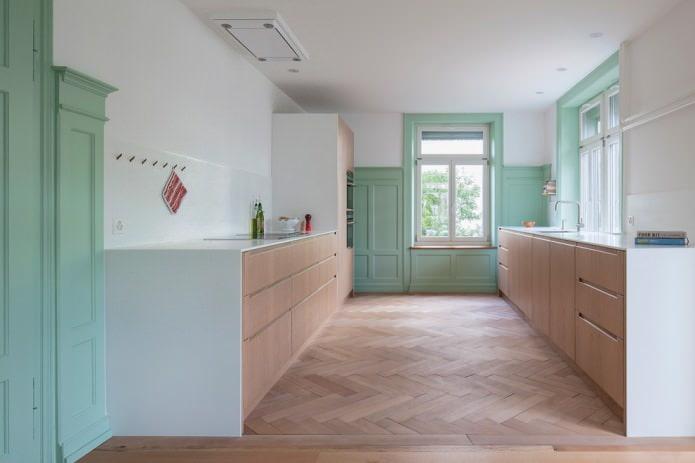 Parquet clair dans la cuisine