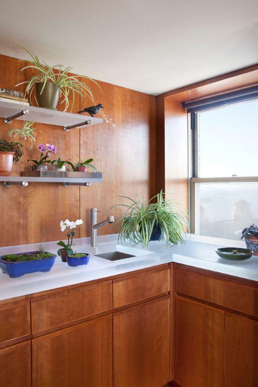 Les étagères en verre avec une finition mate ne sont pas difficiles à entretenir, sont épaisses et s'intègrent bien à l'intérieur