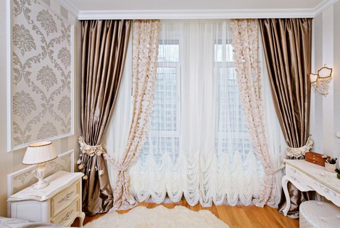 rideaux de différents tissus