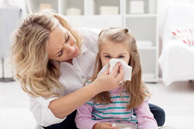 La condensation sur les fenêtres peut entraîner des problèmes de santé potentiels pour les membres de la famille à l'avenir.