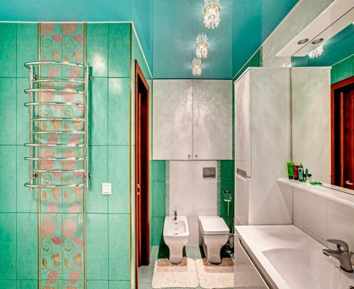 toile tendue dans la salle de bain