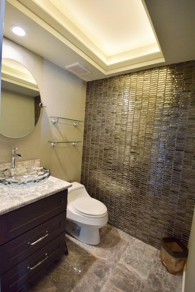 structure suspendue en plaques de plâtre dans la salle de bain