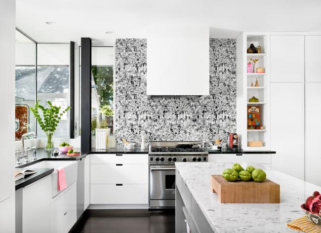 Décoration murale contrastée dans la cuisine