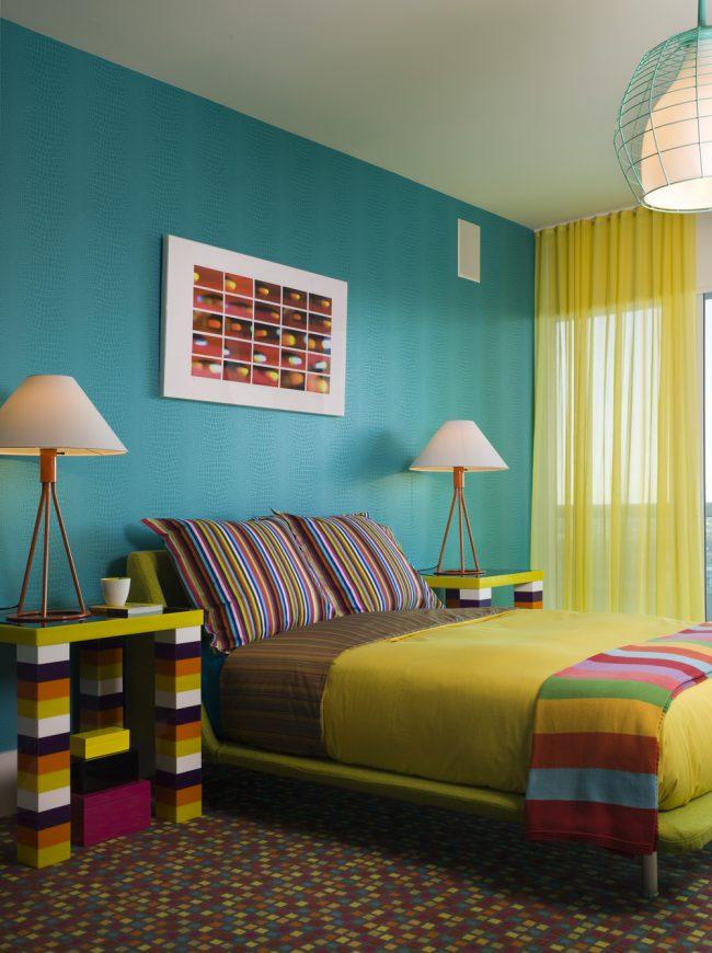 Combinaison harmonieuse de bleu avec des couleurs vives