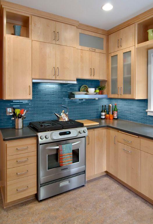 Les carreaux de verre se marient harmonieusement avec la technologie du bois et du chrome