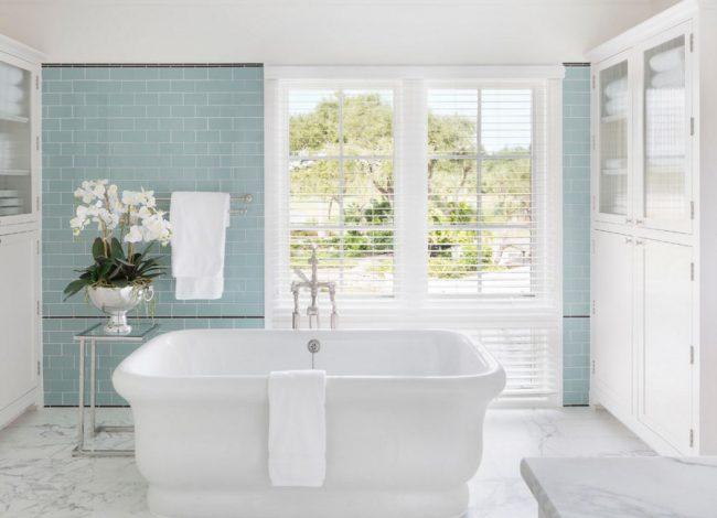 Carrelage en verre résistant à la décoloration : les grandes fenêtres de la salle de bain ne sont plus un obstacle