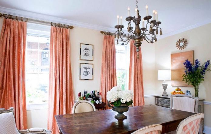 rideaux sur anneaux dans la salle à manger