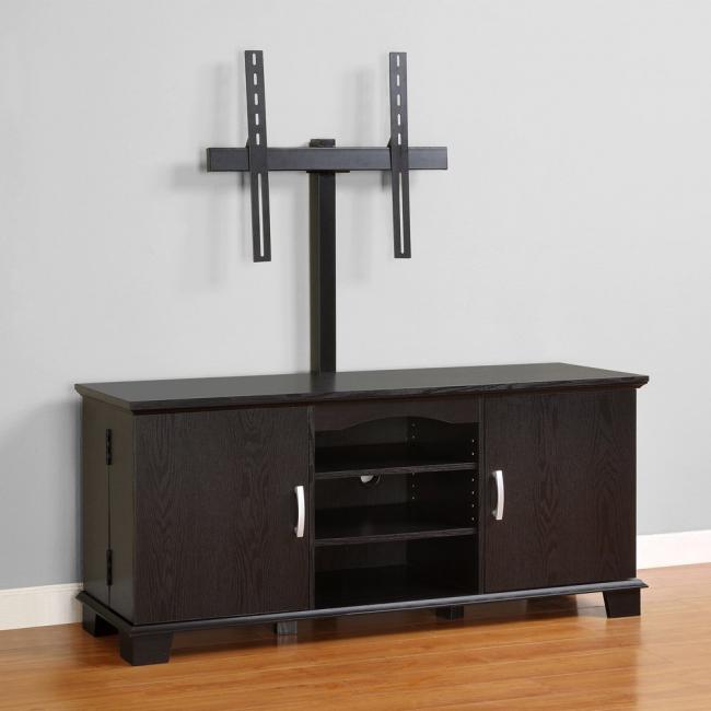 Il existe des supports de télévision spéciaux qui sont montés à l'arrière de presque toutes les armoires.