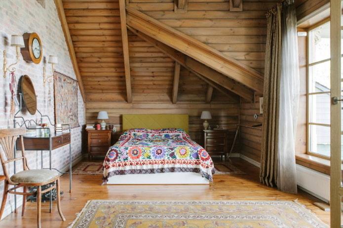 plafond en bois à l'intérieur