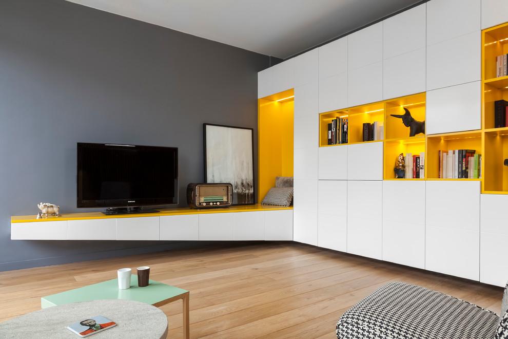 Grande combinaison de couleurs jaunes et grises dans la conception du salon