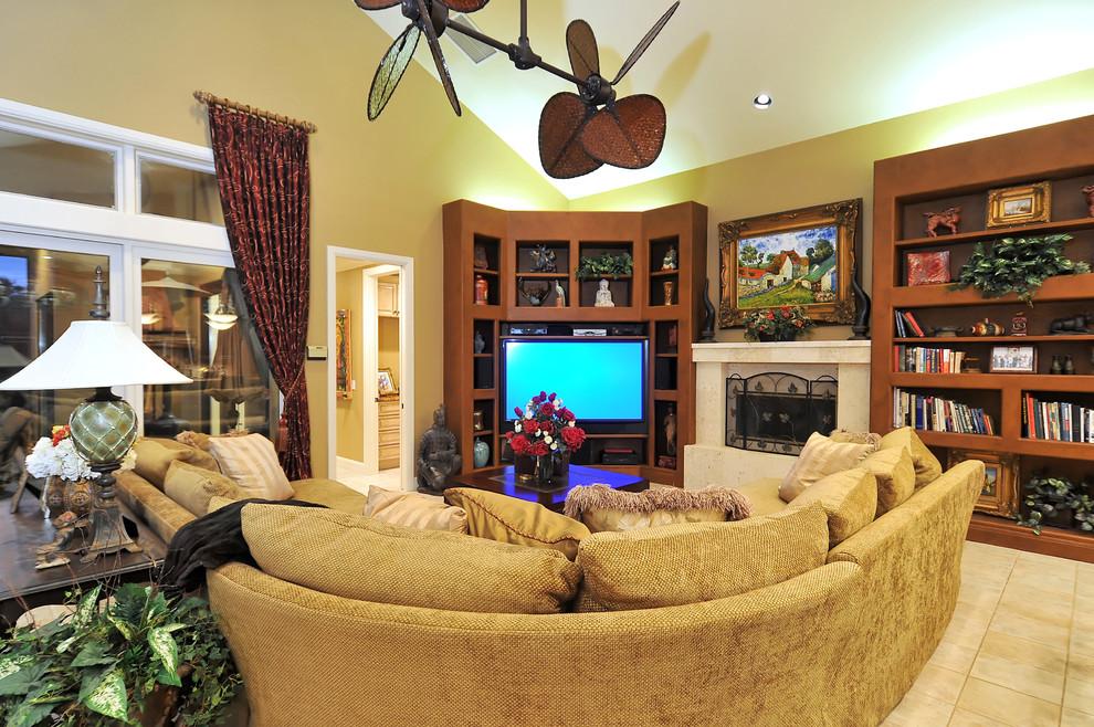 Un petit meuble mural dans un salon d'ambiance, principalement dans des couleurs claires avec des accents lumineux