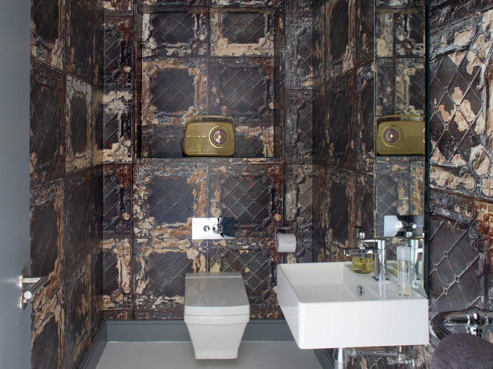 À l'exception de certains avantages, une toilette suspendue est pratiquement la même qu'une toilette conventionnelle.