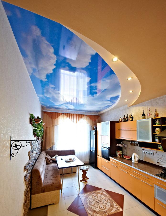 plafond avec une image du ciel dans la cuisine
