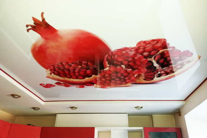 plafond avec une photo d'une grenade dans la cuisine