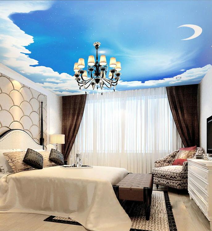 plafond avec une image du ciel dans la chambre