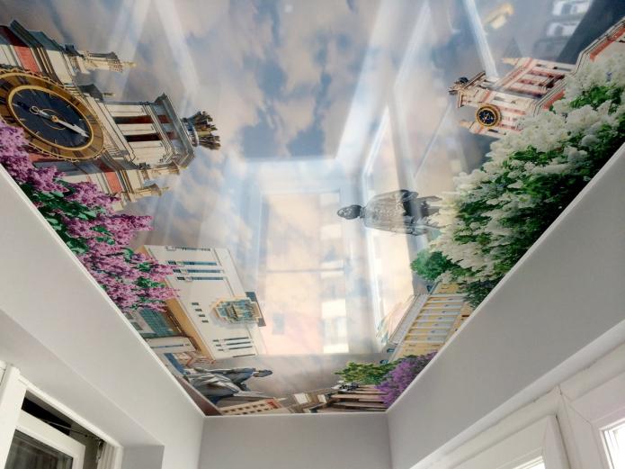 plafond agrandissant visuellement une petite pièce