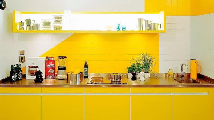 Tablier peint en jaune