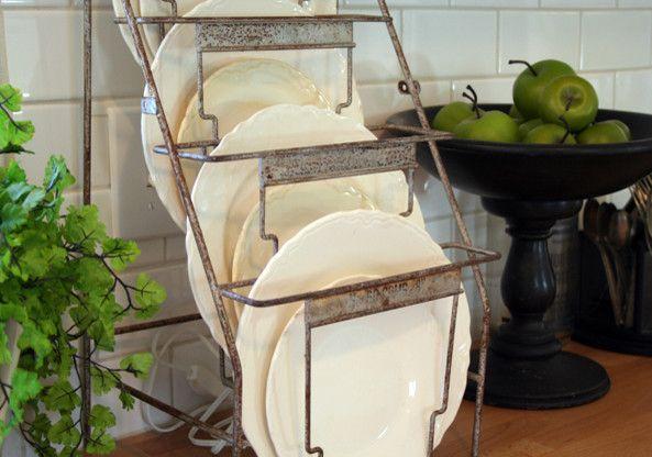 Cet égouttoir à vaisselle s'intégrera bien dans un intérieur de style country ou loft