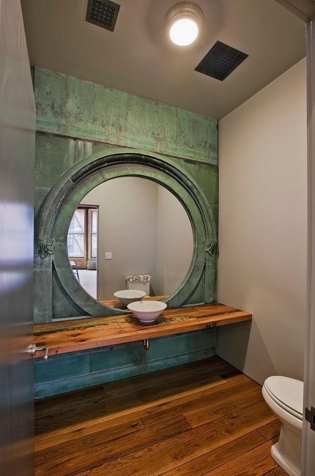 Mur chic avec patine dans la salle de bain
