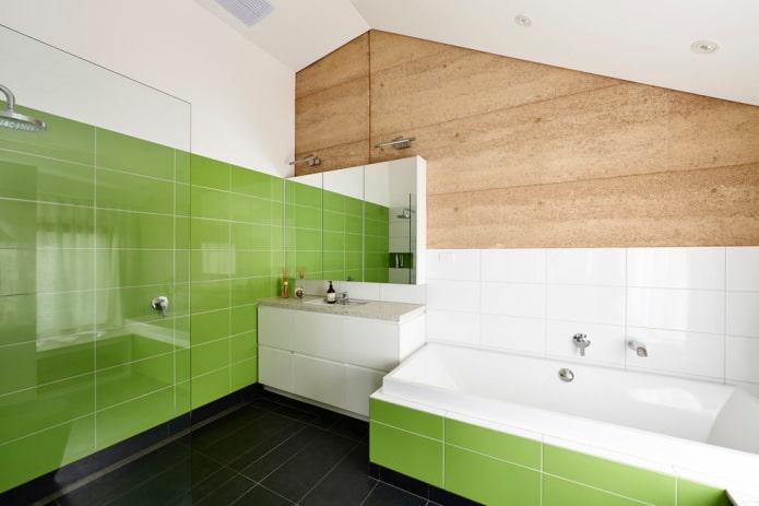carrelage vert clair dans la salle de bain