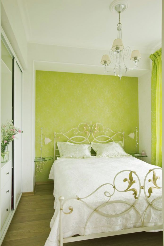accent mur vert clair dans la chambre
