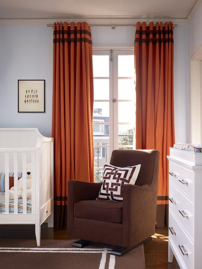 Les couleurs chaudes ocre et orange se marient bien avec toutes les nuances froides - lavande, olive, bleu, gris et blanc