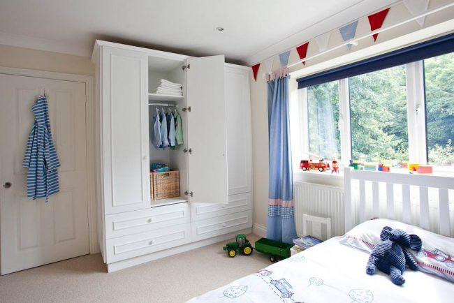 Chambre de bébé classique bleu et blanc