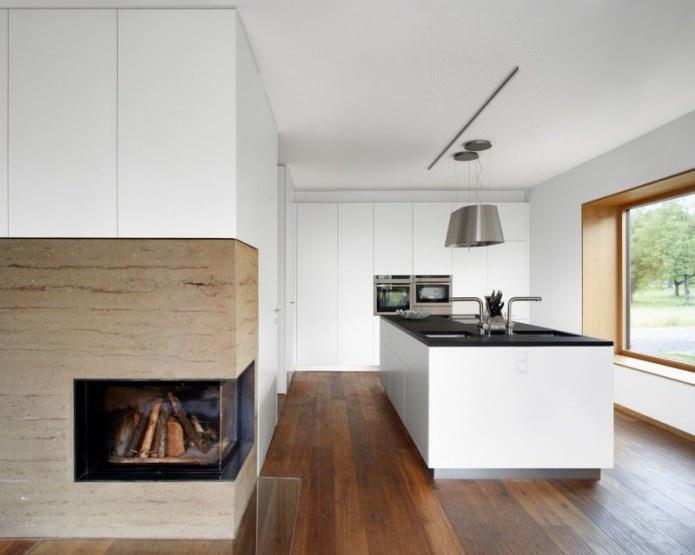 cheminée dans une cuisine blanche dans le style du minimalisme