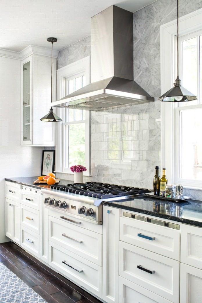 façade blanche mate dans la cuisine