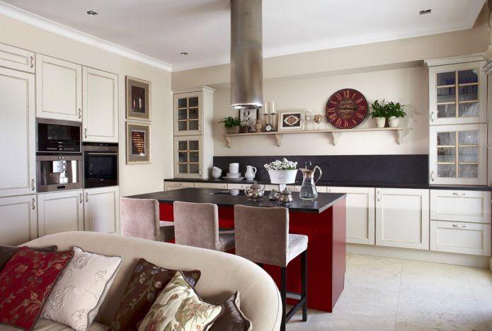 tablier noir dans la cuisine