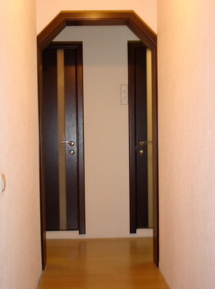 arc trapézoïdal à l'intérieur du couloir