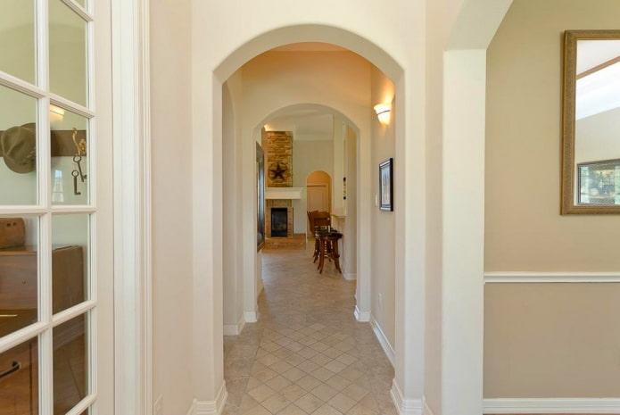 arc elliptique à l'intérieur du couloir