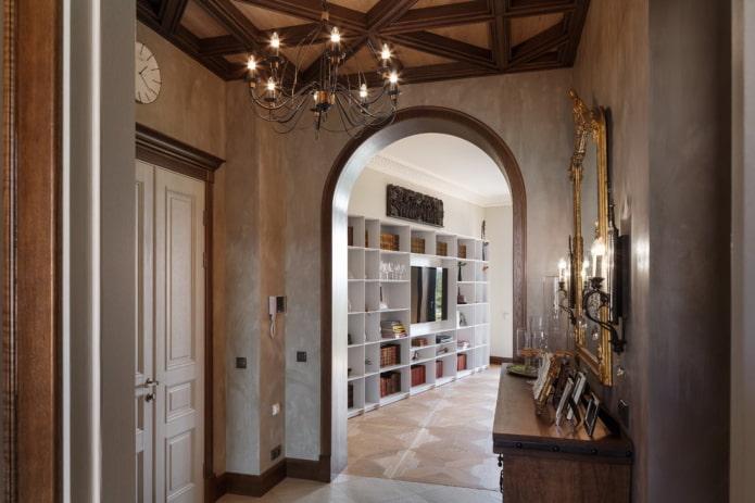 arc en plein cintre à l'intérieur du couloir