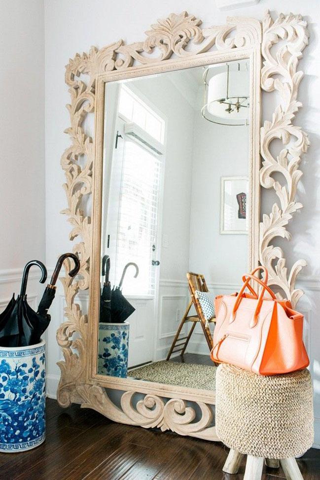 Miroir de sol luxueux avec cadre en bois clair sculpté