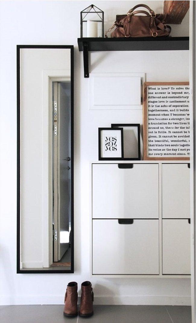 Style high-tech contrasté strict dans un petit couloir