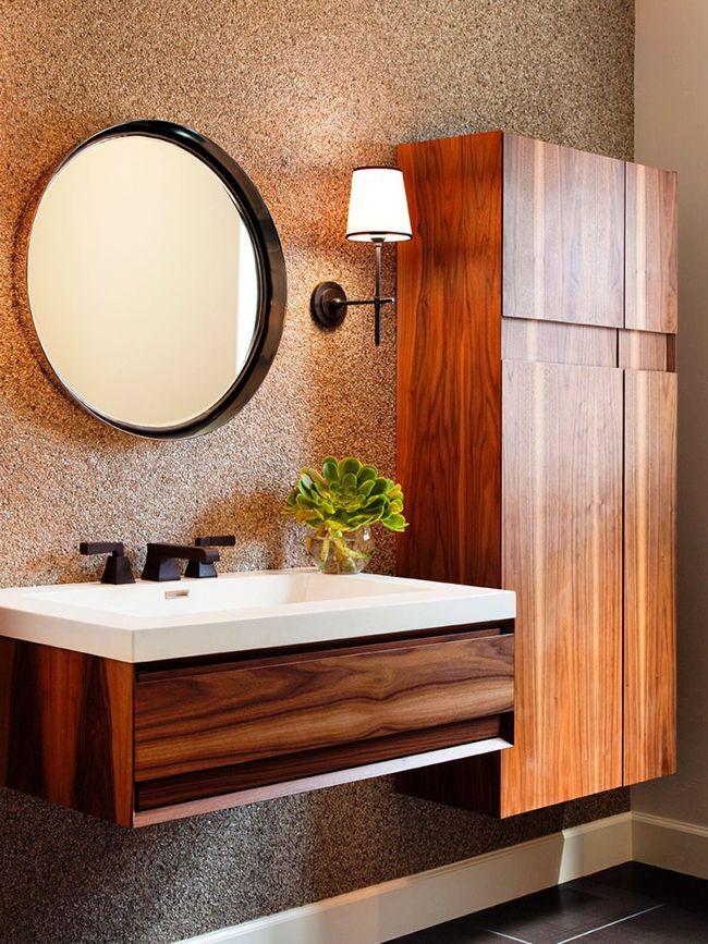 L'armoire de salle de bain rassemblera toutes les choses nécessaires au même endroit, les organisera et les cachera des regards indiscrets, grâce à quoi il y aura toujours de l'ordre dans la salle de bain