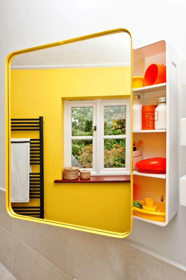 Structure ergonomique, espace des étagères, couleur vive - une telle armoire à glace satisfera les besoins quotidiens d'une personne