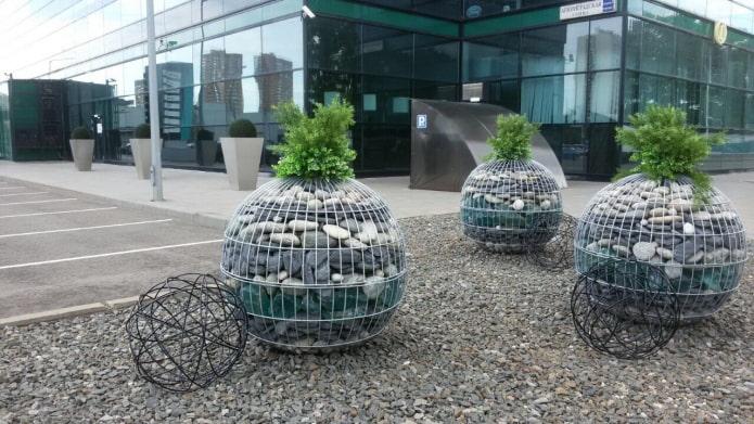 pots de fleurs en pierres