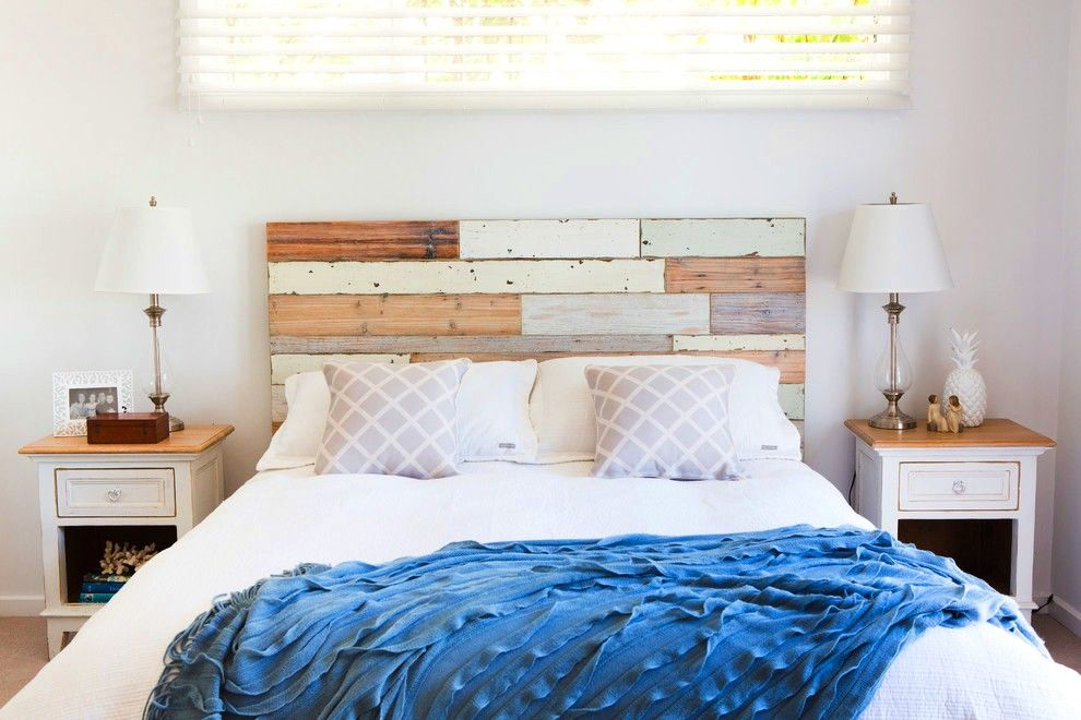 Le style marin dans la conception d'un lit en bois donnera une sensation de sommeil sur la cote d'azur