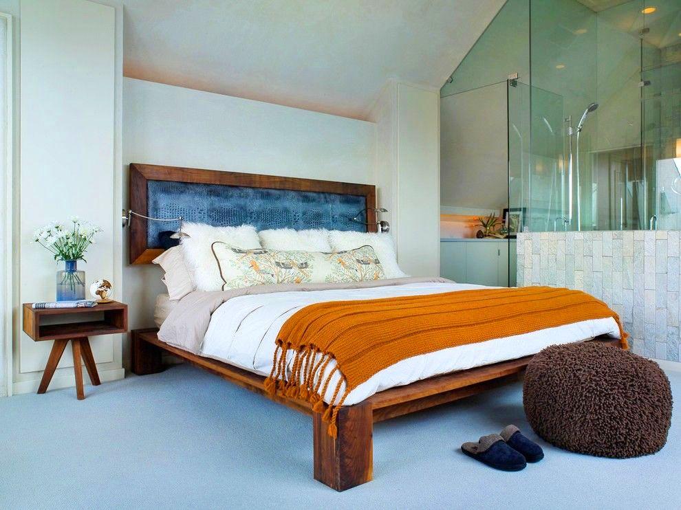 Un lit en bois sombre se combinera organiquement avec des nuances claires de l'intérieur