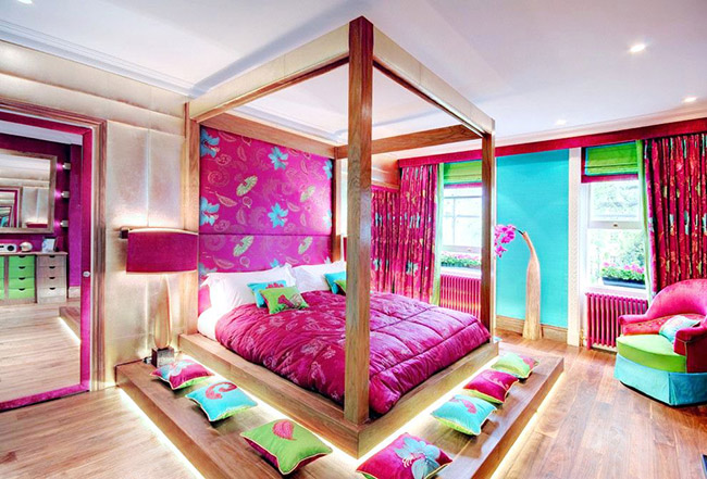 La texture naturelle du bois rend le lit élégant et unique