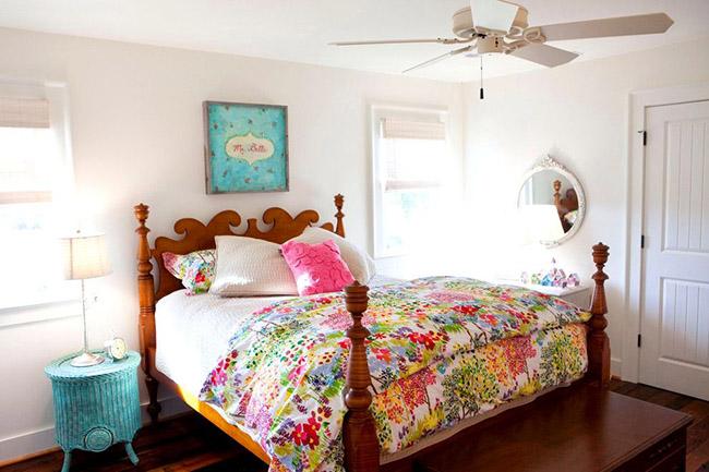 L'association des couleurs délicates et du bois dont est fait le lit créera une atmosphère de fraîcheur et de légèreté dans la pièce.