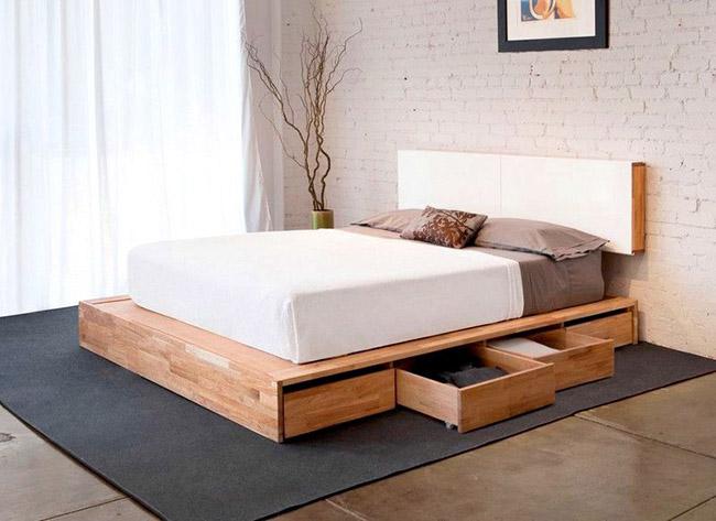 Lit double en bois naturel avec tiroirs - pratique, fiable, confortable