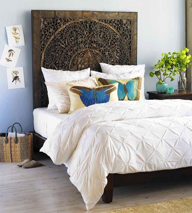 Incroyable tête de lit sculptée qui transforme tout l'intérieur de la chambre