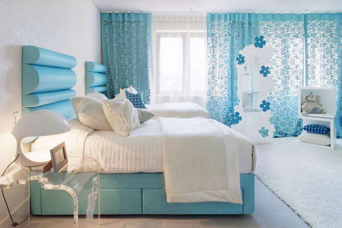 couleur blanche et bleue à l'intérieur de la chambre