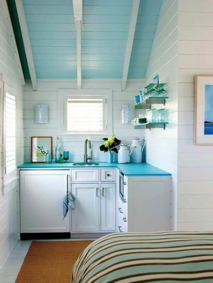 Couleur bleue à l'intérieur de la cuisine